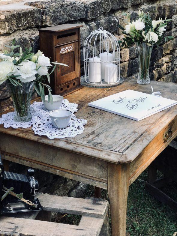 Petite Table Ancienne Location De Decoration Vintage A Lyon